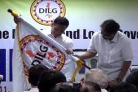 Roxas passes DILG Torch to Sarmiento