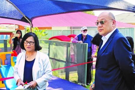 "Filipino diplomats honoured as ""symbolic mayor"" in community"